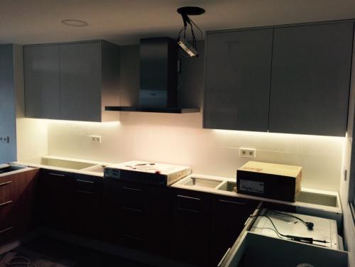 Iluminación con tira led cocina