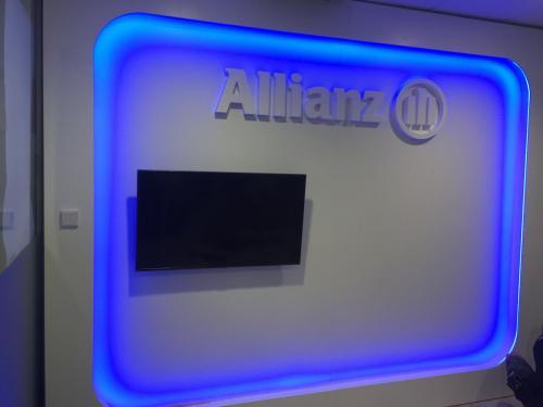 Iluminación stand Allianz